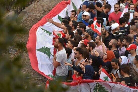 لبنان همچنان ناآرام است؛ معترضان چادر برپا کردند