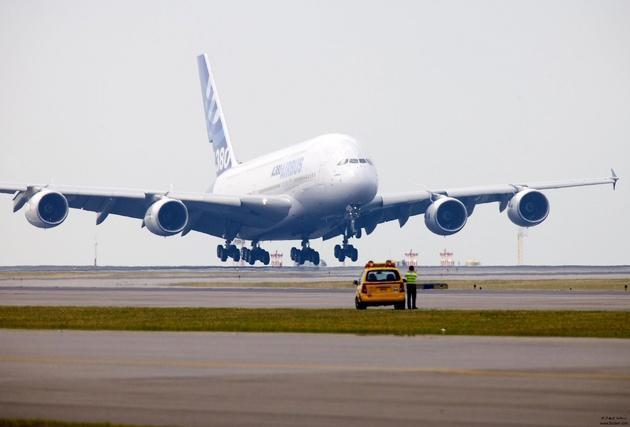 آماده باش فرودگاه های شمال غرب کشور برای خدمات رسانی به مناطق زلزله زده