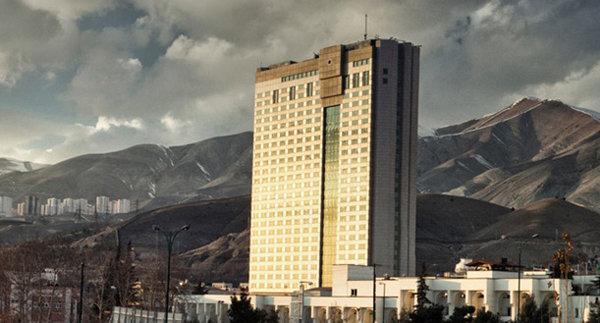عوارض شهرداری را از گردن هتل ها بردارید تا ارزان شوند