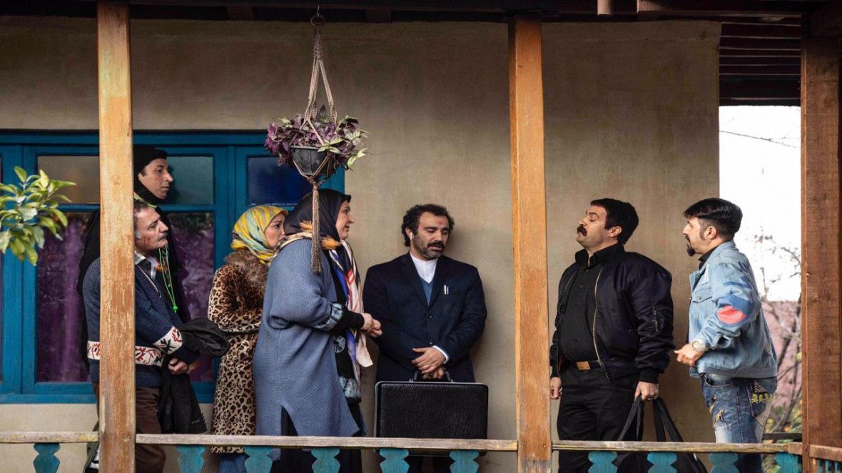 توضیحات سیروس مقدم درباره نقدها از ترویج بی ادبی در سریال پایتخت 6