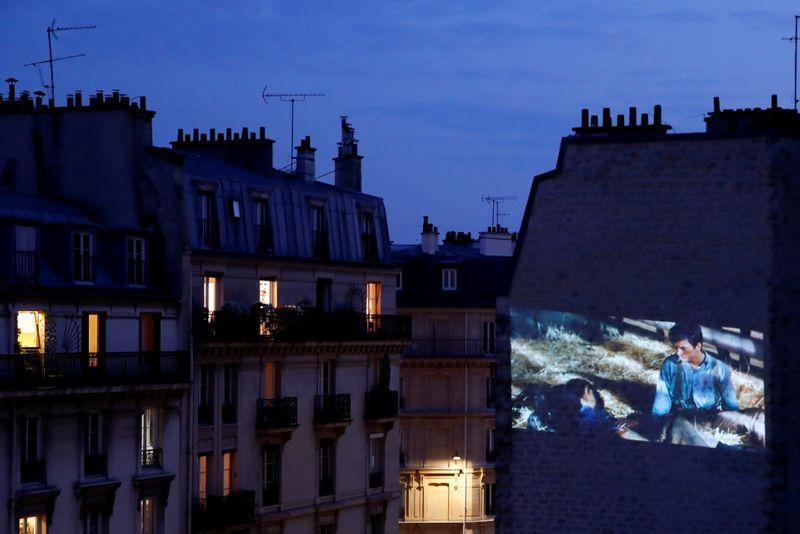 دور زدن قرنطینه به سبک سینمای پاریسی!