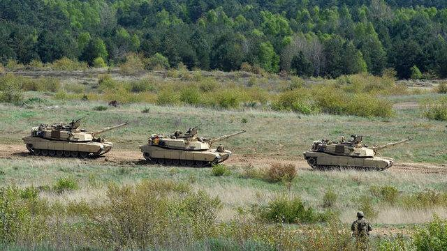 تانک ها و بالگردهای ارتش مصر در مرز لیبی مستقر شدند