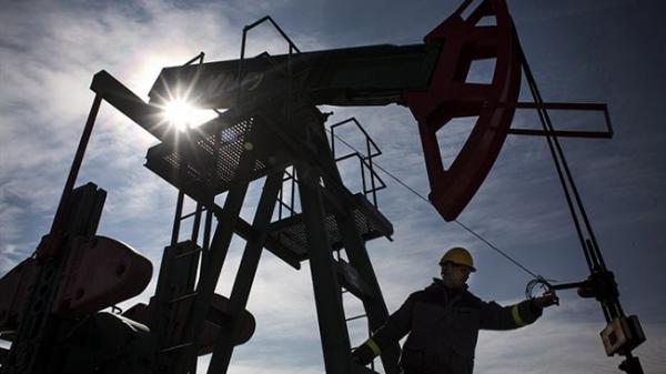 کاهش قیمت نفت با ادامه یکه تازی کرونا در هند