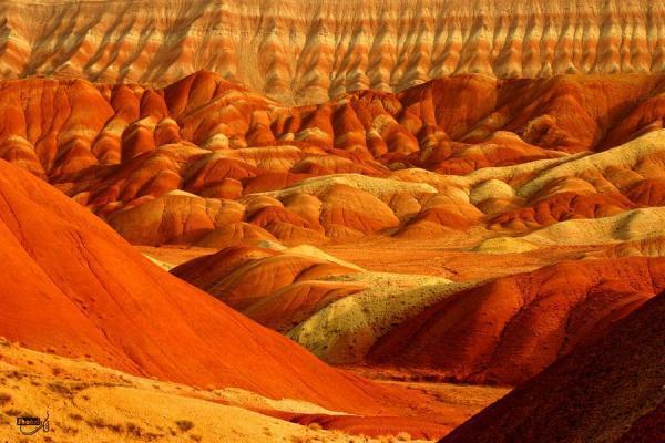 رنگ بر خاک؛ کوه های رنگی ماهنشان